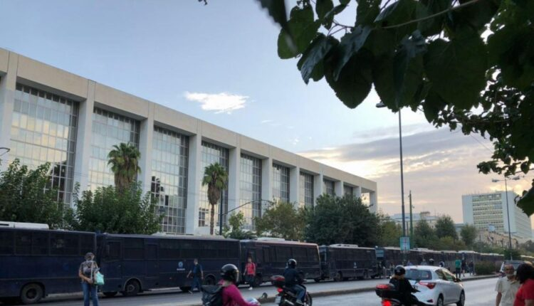 Δίκη Χρυσής Αυγής: Ανοιξαν οι δρόμοι στο κέντρο της Αθήνας
