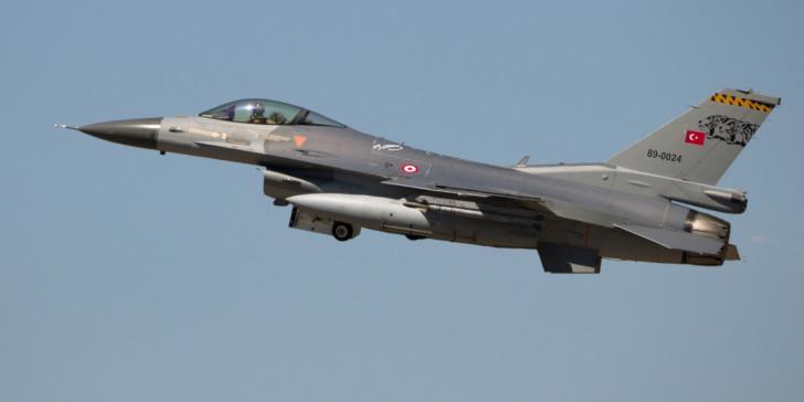 Τουρκικό F-16 πέταξε πάνω από τη Σάμο