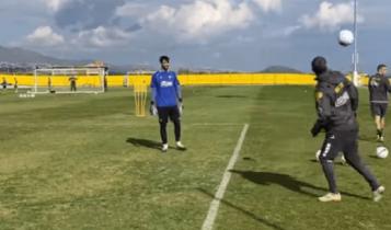 Ο Ατματσίδης... διδάσκει μπάλα στα Σπάτα (VIDEO)