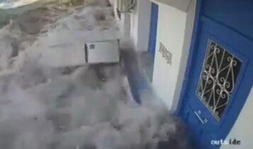 Σεισμός στη Σάμο: Νέο συγκλονιστικό VIDEO από το τσουνάμι μετά τα 6,7 Ρίχτερ