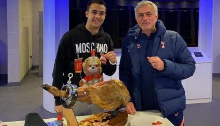 Έκανε δώρο… ζαμπόν 560 ευρώ στον Ρεγκιλόν ο Μουρίνιο (ΦΩΤΟ)