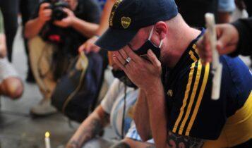 Πανικός στο «Λα Μπομπονέρα», χιλιάδες Αργεντίνοι έκλαιγαν για τον Μαραντόνα (ΦΩΤΟ)