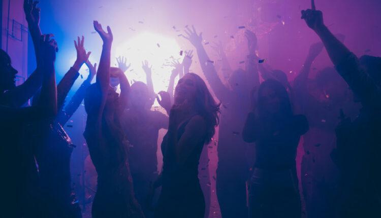 Κορωνοϊός: Πάρτι σε βίλα στο Πήλιο - Από τον... ζηλιάρη πρώην μιας καλεσμένης το έμαθαν οι Aρχές