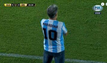 Μαραντόνα: Βραζιλιάνος προπονητής κατηύθυνε την Γκρέμιο φορώντας την φανέλα του (ΦΩΤΟ)
