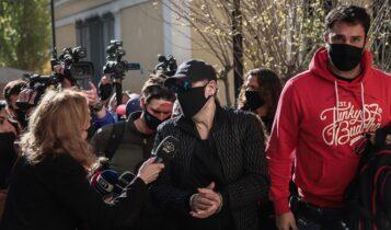 «Ιδού ο εγκληματίας» είπε φτάνοντας στην Ευελπίδων με χειροπέδες ο Σφακιανάκης