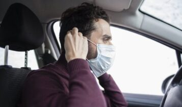 Κορωνοϊός: Τι ισχύει με τη μάσκα στο αυτοκίνητο -Τι αλλάζει από αύριο σε ταξί, ΜΜΜ και ΙΧ