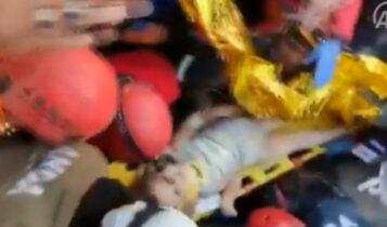Τουρκία: Κοριτσάκι 4 ετών ανασύρθηκε ζωντανό από τα ερείπια 91 ώρες μετά τον σεισμό! (VIDEO)