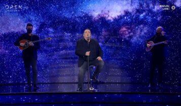 Ο Βασίλης Καρράς ξεσηκώνει με τα τραγούδια του (VIDEO)