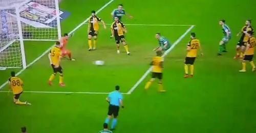 ΑΕΚ: 8 παίκτες της ΑΕΚ... κοιτούσαν τον Κουρμπέλη στο 0-2! (ΦΩΤΟ-VIDEO)
