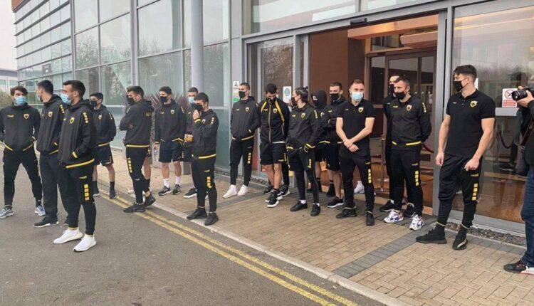 AEK: Οι παίκτες αποθεώθηκαν στο ξενοδοχείο από την Original 21 Λονδίνου! (VIDEO)