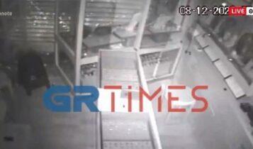 Διαρρήκτες εισέβαλαν με αυτοκίνητο σε κοσμηματοπωλείο στη Θεσσαλονίκη (VIDEO)