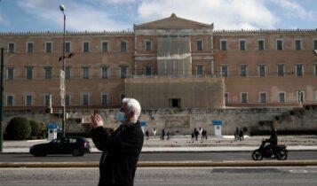 Μην κοιτάτε μόνο κρούσματα και διασωληνωμένους: Αυτός είναι ο δείκτης της Ελλάδος που ανησυχεί τους ειδικούς