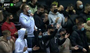 Δίπλα στην ΑΕΚ μέχρι και στο Μινσκ -Οι φίλοι της «Βασίλισσας» παρακολουθούν το ματς με την Τσμόκι (VIDEO)