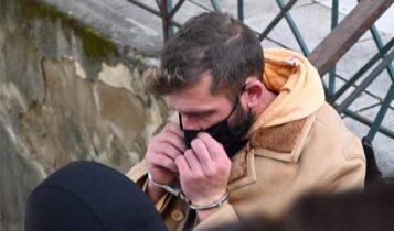 Στην Ευελπίδων ο προπονητής που κατηγορείται για βιασμό 11χρονης - Τι φώναξε στους δημοσιογράφους