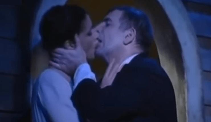 Άννα Μαρία Παπαχαραλάμπους: Το VIDEO της παράστασης που την παρενοχλούσε ο Φιλιππίδης