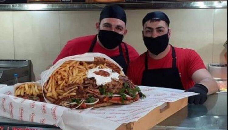 «Πίτα γύρο-ανθοδέσμη» για τον Άγιο Βαλεντίνο έφτιαξαν στην Κρήτη (VIDEO)