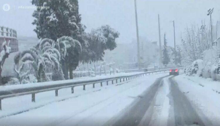 Χιόνια στην Αττική: Προβλήματα στους δρόμους -Σύσταση της ΓΓ Πολιτικής Προστασίας για τις μετακινήσεις έως τις 10:00 (VIDEO)