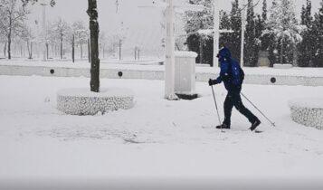EΠΟΣ: Πήρε τα χιονοπέδιλα και βγήκε για σκι στο ΟΑΚΑ (VIDEO)