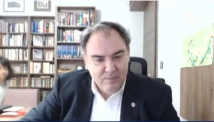 Επικό VIDEO: Η κόρη του καθηγητή Σαρηγιάννη «εισέβαλε» στην συνέντευξη του μπαμπά της