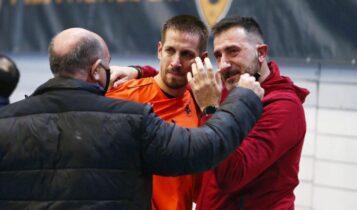 ΑΕΚ: Καφφάτος και Μπάουερ με δάκρυα στα μάτια αγκάλιασαν τον Σταμάτη Παπασταμάτη!