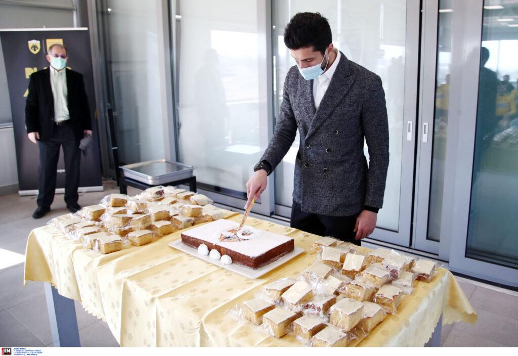 ΑΕΚ: Κοπή πίτας στα Σπάτα με τυχερούς τους Χριστόπουλο και Θεοχάρη-Tι είπε ο Κονέ στους παίκτες (ΦΩΤΟ)