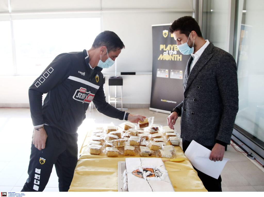 ΑΕΚ: Εικόνες από την κοπή της πρωτοχρονιάτικης πίτας