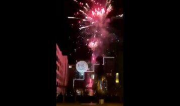 Ολυμπιακός: Οπαδοί της Αϊντχόφεν έριξαν βεγγαλικά έξω από το ξενοδοχείο για να ξυπνήσουν τους «ερυθρόλευκους» (VIDEO)