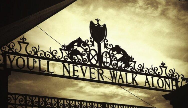 Λίβερπουλ: To «Υou'll never walk alone» για τη θλίψη του Αλισον (ΦΩΤΟ)