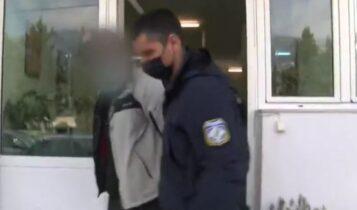Λουτράκι: Μαχαίρωσε αστυνομικό σε έλεγχο για μάσκα (VIDEO)