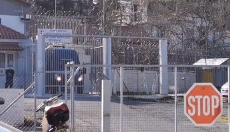 Έφτασε στις φυλακές της Τρίπολης ο Δημήτρης Λιγνάδης: Τα πρώτα πλάνα (VIDEO)