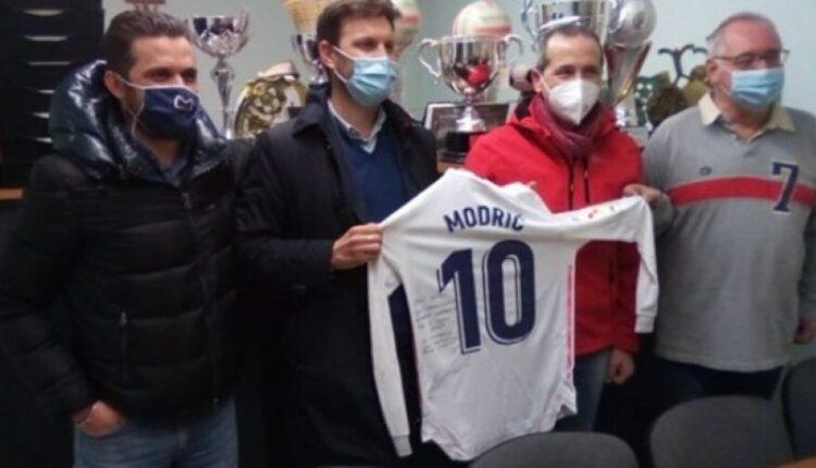 Ρεάλ Μαδρίτης: Το εκπληκτικό δώρο του Μόντριτς σε ερασιτεχνική ομάδα του Μπέργκαμο (ΦΩΤΟ)