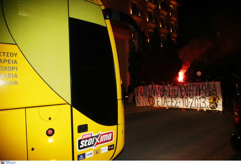 Εικόνες από την άφιξη της ΑΕΚ στο Βόλο