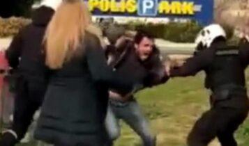 Δικηγόρος αστυνομικών στη Νέα Σμύρνη: «Σχέδιο περικύκλωσης από αντιεξουσιαστές» (VIDEO)