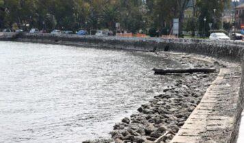 Γιατί υποχώρησε η στάθμη της θάλασσας; Τι λένε οι μετεωρολόγοι (VIDEO)