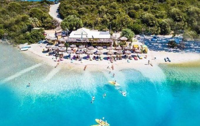 Χωρίς αντίπαλο: Το μικρό ελληνικό νησί με τις 30 μαγικές παραλίες είναι ο πρώτος covid-free προορισμός