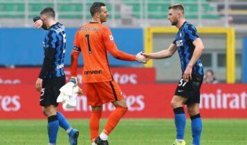 Ιντερ: Αναβλήθηκε το παιχνίδι με τη Σασσουόλο - Τέσσερις ποδοσφαιριστές θετικοί στον κορωνοϊό (VIDEO)