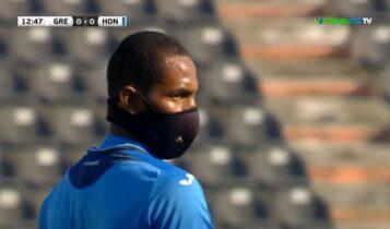 Ελλάδα-Ονδούρα: Με μάσκα παίζει παίκτης των φιλοξενούμενων (VIDEO)