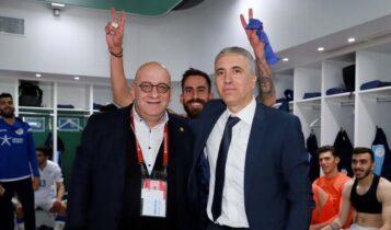 Τρελό πανηγύρι στα αποδυτήρια της Κύπρου με πρόεδρο Ομοσπονδίας και Κωστένογλου! (ΦΩΤΟ-VIDEO)
