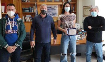 ΑΕΚ: Ο Γιάννης Βούρος τίμησε την αθλήτρια της ΑΕΚ, Δώρα Γκουντούρα (ΦΩΤΟ)