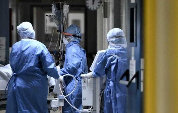 Νέο «μαύρο» ρεκόρ εισαγωγών στο ΕΣΥ: Πως η 25η Μαρτίου συνδέεται με τους εκατοντάδες ασθενείς