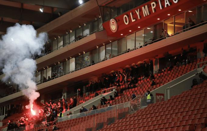 Τραυματίας αστυνομικός μέσα στο γήπεδο σε επεισόδια με οπαδούς του Ολυμπιακού!