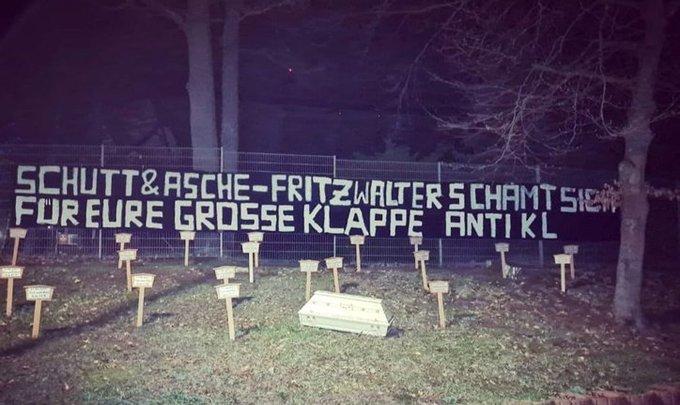 Οι οπαδοί της Ζααρμπρίκεν έστησαν νεκροταφείο έξω από το γήπεδο της Καϊζερσλάουτερν!