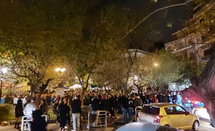 Το σχέδιο της κυβέρνησης για να σταματήσει τον συνωστισμό στις πλατείες (VIDEO)