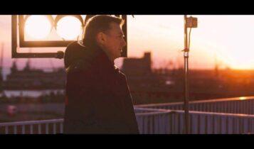 «Καινούργια Πρεμιέρα»: Το νέο τραγούδι του Νίκου Μακρόπουλου (VIDEO)