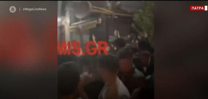 Ξέφρενα κορωνοπάρτι σε Πάτρα και Αθήνα - Προβληματίζουν οι νέες εικόνες ακραίου συνωστισμού (VIDEO)