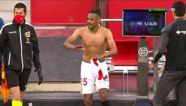 Σεβίλλη - Γρανάδα: Έκανε λάθος ο διαιτητής κι έβαλε τους παίκτες ξανά στο γήπεδο (VIDEO)