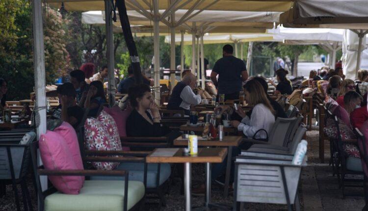 Η επιστροφή της εστίασης: Γεμίζουν οι καφετέριες (ΦΩΤΟ-VIDEO)