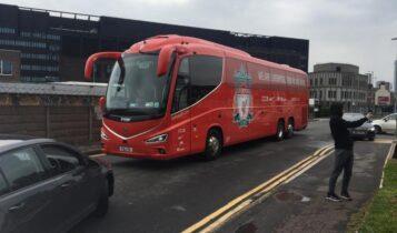 Μπλόκο και σκασμένα λάστιχα στο λεωφορείο της Λίβερπουλ (ΦΩΤΟ)