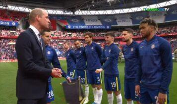 Kύπελλο Αγγλίας: Ο πρίγκηπας Ουίλιαμ χαιρετά τους παίκτες του τελικού (VIDEO)