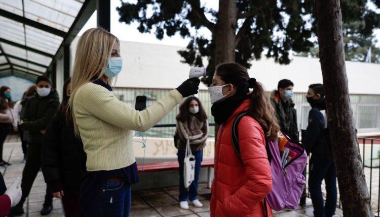Αναστάτωση σε λύκειο λόγω καθηγητή που αρνείται να φορέσει μάσκα μέσα στην τάξη (VIDEO)